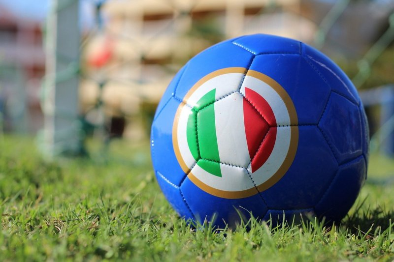 """Perché in italiano si dice """"calcio"""""""